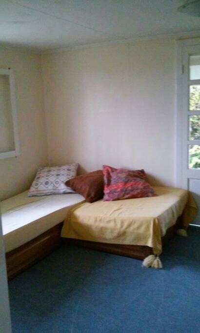 Chambre avec 1 petit lit