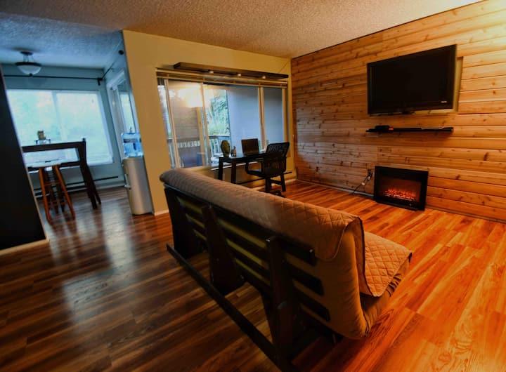 Cozy, Quiet & Convenient 1 BR Condo N. of Seattle