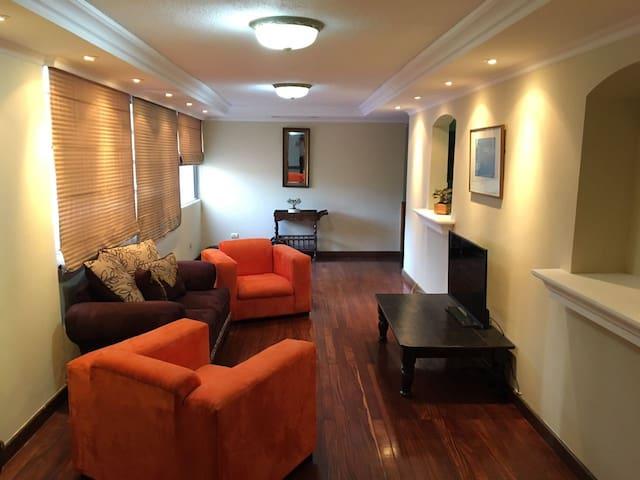 Private Room in the Financial District Zona Viva - Guatemala City - Apartamento