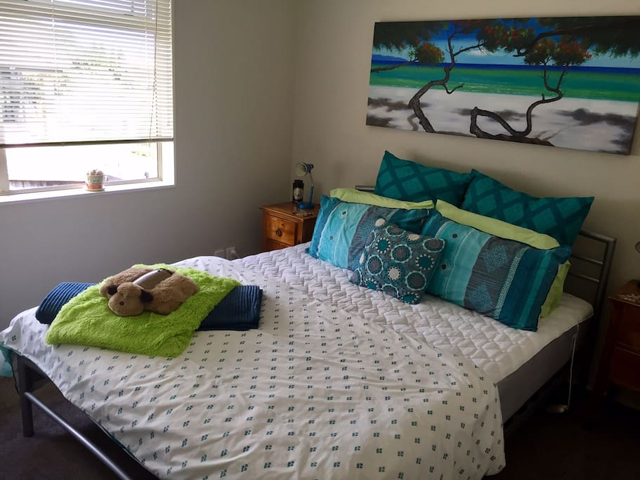 Clean and comfortable Queen bed