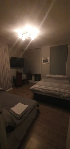 LOVELY DOUBLE ROOM, SLEEPS FOUR  PEOPLE !!!