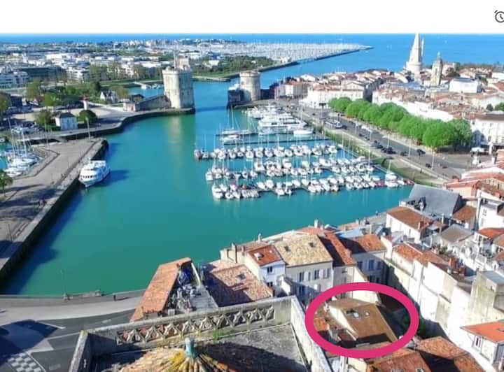 Directement sur le vieux port, mais au calme  :-)
