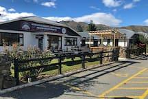 Otematata, Eatery Bar & Lodging