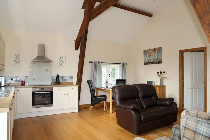 Lily Loft, Sleeps 2 perfect for those wanting a relaxing holiday. - Nr Shrewsbury