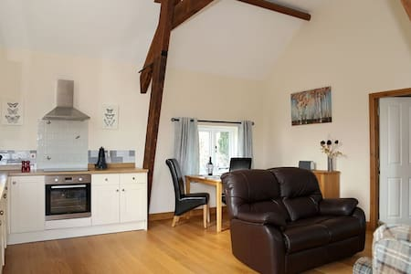 Lily Loft, Sleeps 2 perfect for those wanting a relaxing holiday. - Nr Shrewsbury - Loft