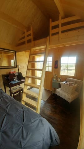 Bunkie in the Country With a Loft - Erin - Lomamökki