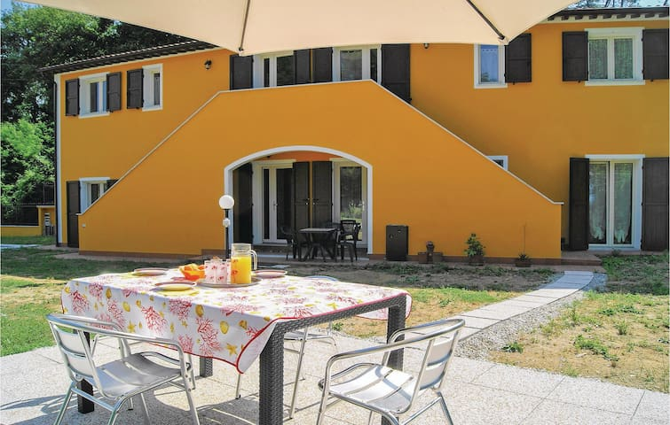 Holiday apartment with 1 bedroom on 50 m² in Carrara -MS-