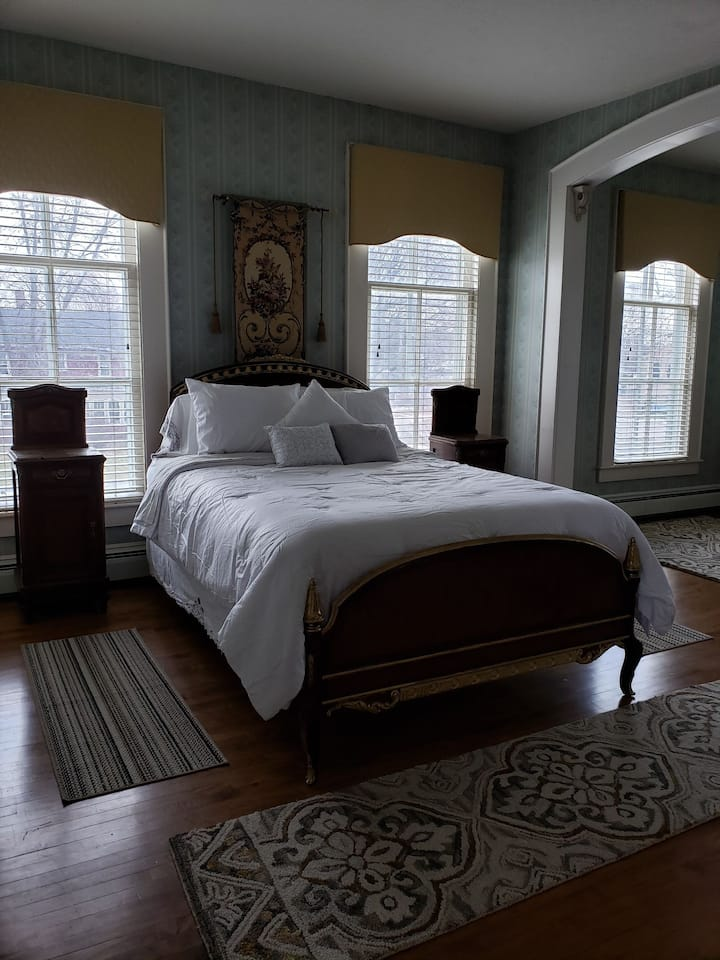 Scofield Mansion historical home, blue room