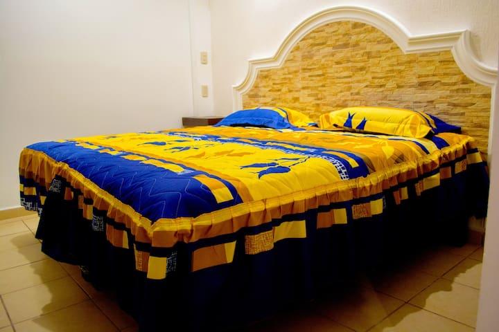 Planea tu viaje con nosotros sobre cuantas personas piensan viajar para preparar tu cuarto con camas individuales/matrimoniales de ser necesario.