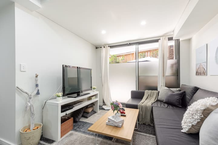 2 BD Apt with Large Courtyard at Perfect Location