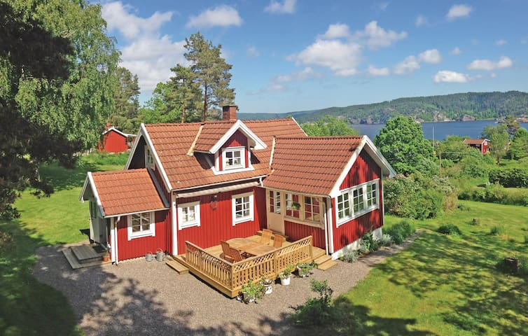 Holiday cottage with 2 bedrooms on 96m² in Munkedal