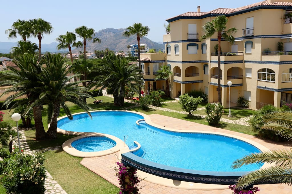 Seaside apartment in a residential complex with a large swimming pool on the second line of the sea.