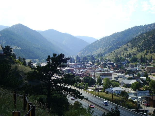 MINER'S CABIN ENJOY HOT SPRINGS WHITEWATER RAFTING - Idaho Springs - Haus