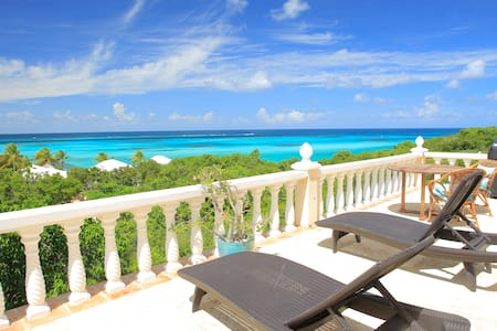 1 bd Suite, Views, 2 minute walk Shoal Bay Beach