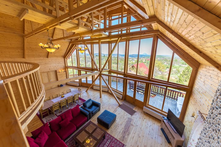 Carpathian Log Home 2, spectacular villa in Bran