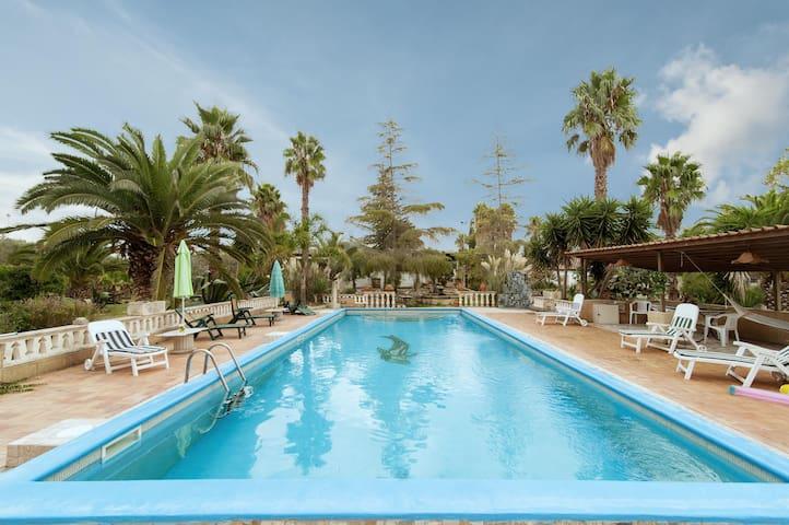 Lovely Poolside House - Melissano - Villa