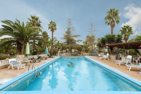 Lovely Poolside House - Melissano