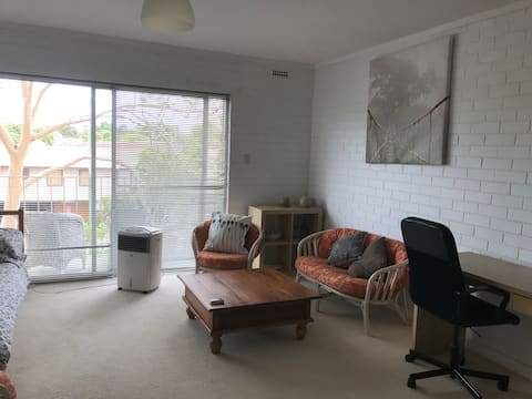 Studio, walking distance from hospitals and UWA