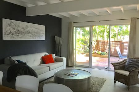 "1br ""On Golden Cane"" - Renovated Townhouse - 努沙岬(Noosa Heads)"