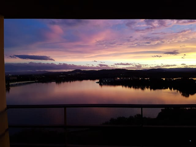 Best views in Canberra! City aprtmt with parking! - Canberra - Apartment