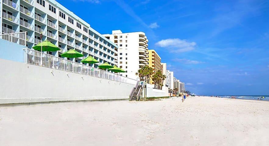 Daytona Beach: Two Bedroom Oceanfront!