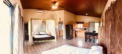 TARZAN FAMILY STUDIO SUITE. PRIVATE HOT TUB. WIFI
