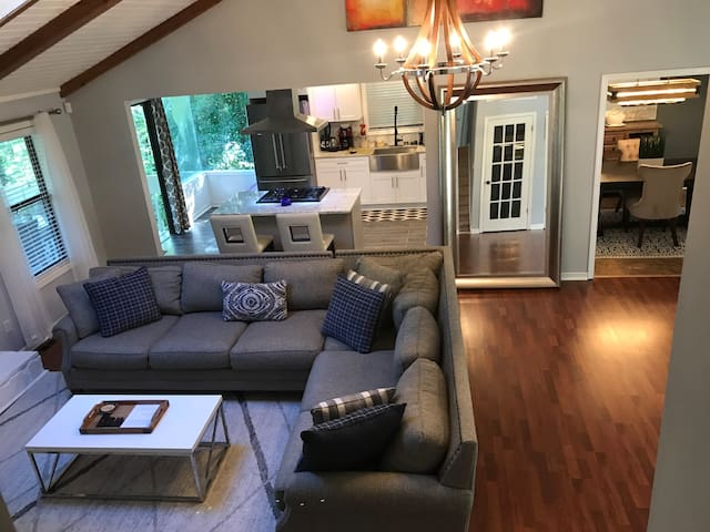 5-Star Home Sleeps 6. Close to Downtown Atlanta