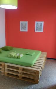 Pallets House, double bed - Santa Cruz de Tenerife