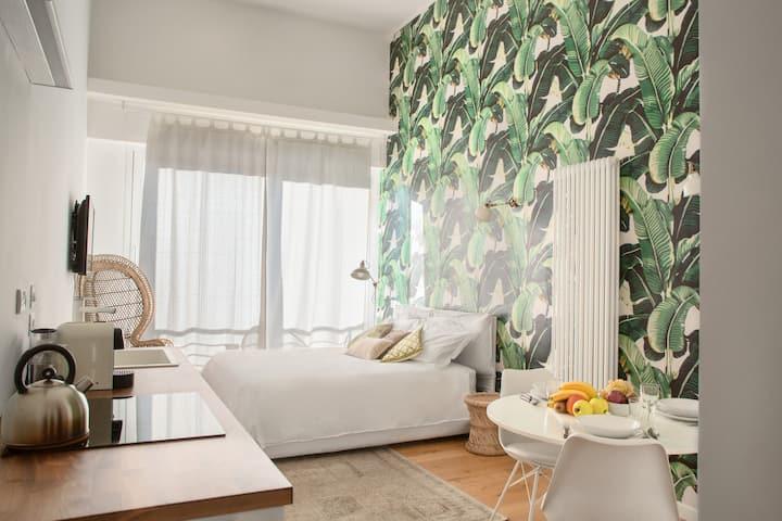 GLAMOROUS  banana leafs apartment