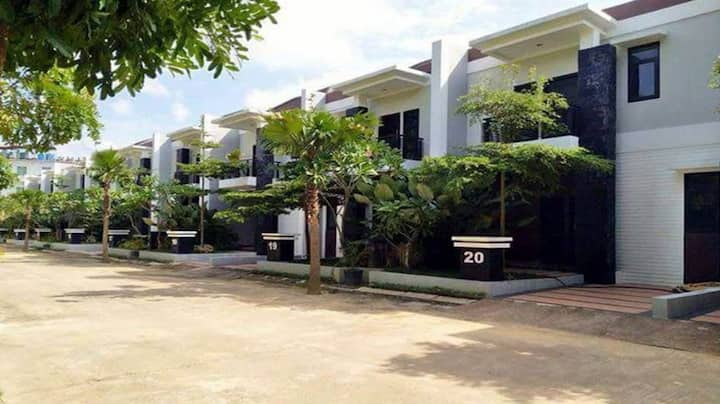 Near walk to NagoyaHill-3BR, 10pax,FreePickup