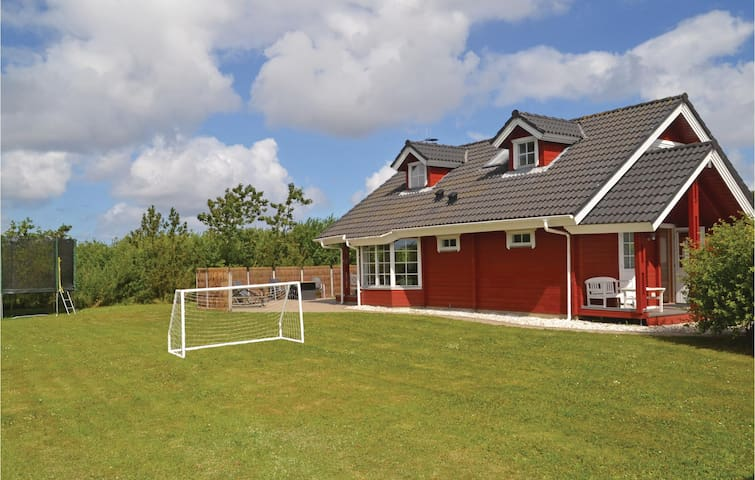 Holiday cottage with 3 bedrooms on 125 m² P52118