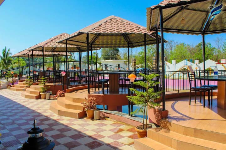 Pink Lake Resort and Bar