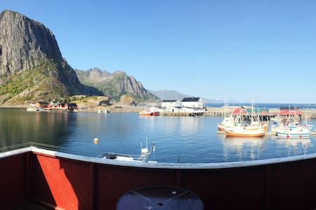 Traditional Cabin in the heart of Hamnøy, Reine