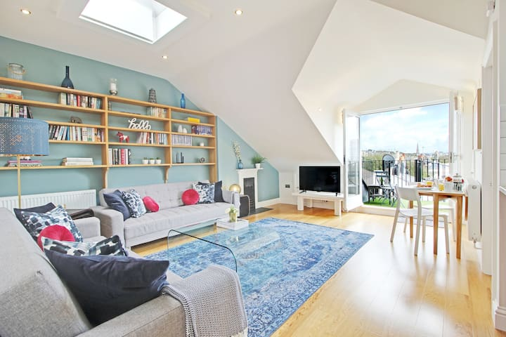 ☆Panoramic Penthouse☆  Roof Terrace. Great Views