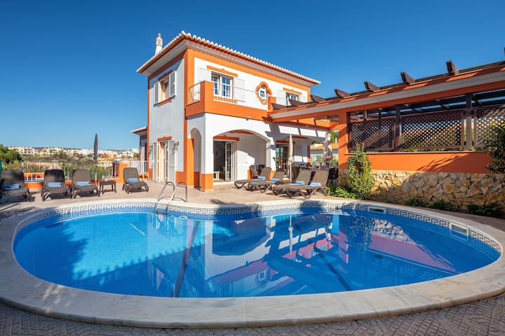 7 BEDROOM PRIVATE VILLA, HEATED POOL, GAMES, BBQ