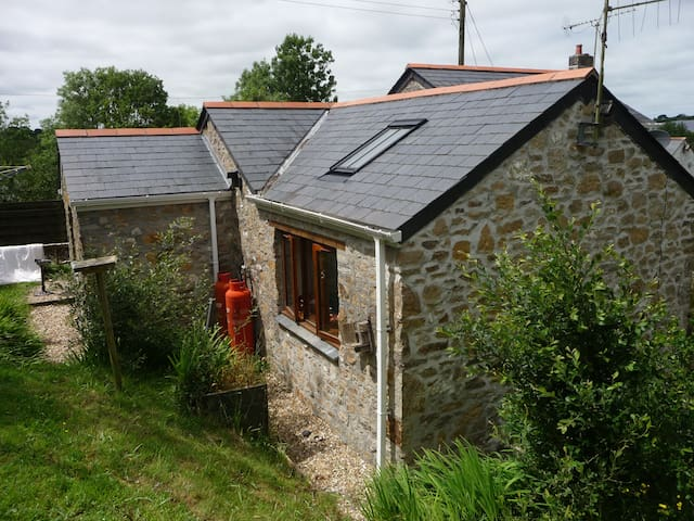 Quirky Stone Barn in Central Cornwall