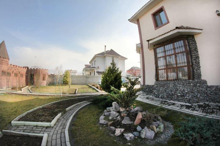 Большой, красивый дом - Almaty - Casa