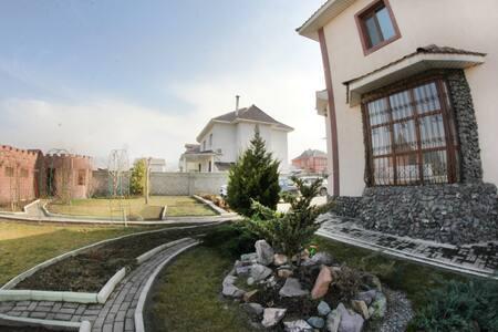 Большой, красивый дом - Almaty - Dom