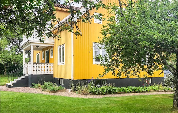 Holiday cottage with 4 bedrooms on 255m² in Åseda