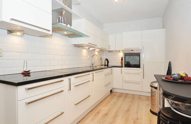 Modern and spacious appartment near city and beach - Den Haag - Apartament