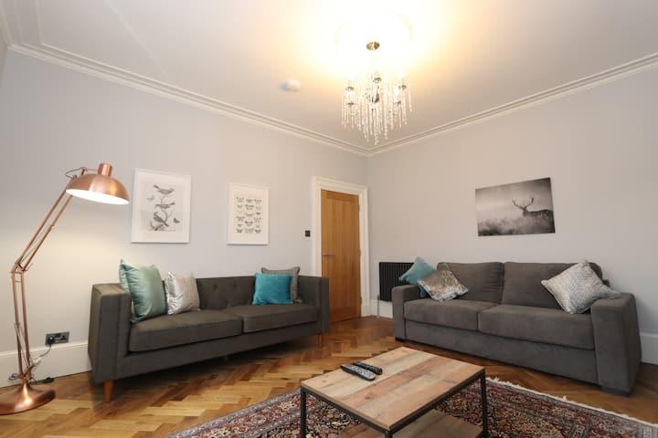Dollar Apartments - Luxury 2 bedroom / 2 bathroom