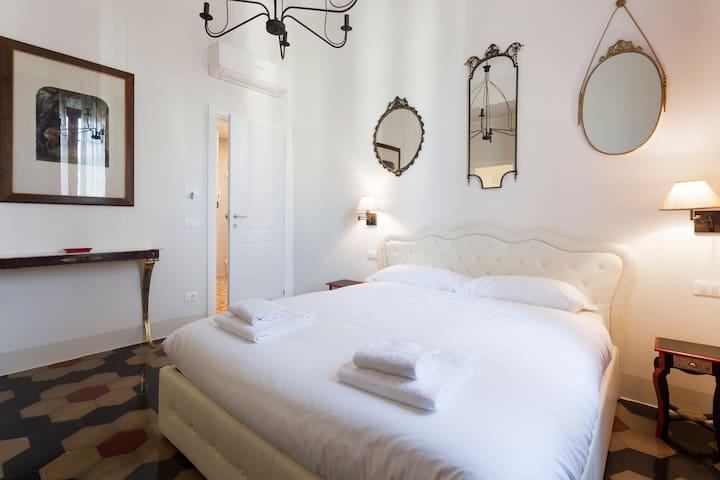 COZY & SPACIOUS BEDROOM WITH PRIVATE BATHROOM