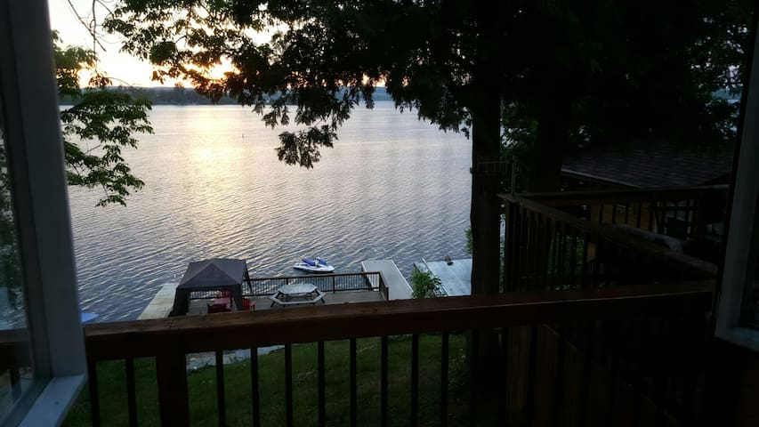 Waterfront Cottage on Rice Lake - Roseneath - Stuga