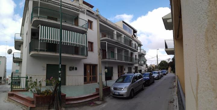 OFFERTA-SELINUNTE centro storico -150 m. dal mare