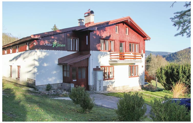 Holiday cottage with 5 bedrooms on 207m² in Korenov