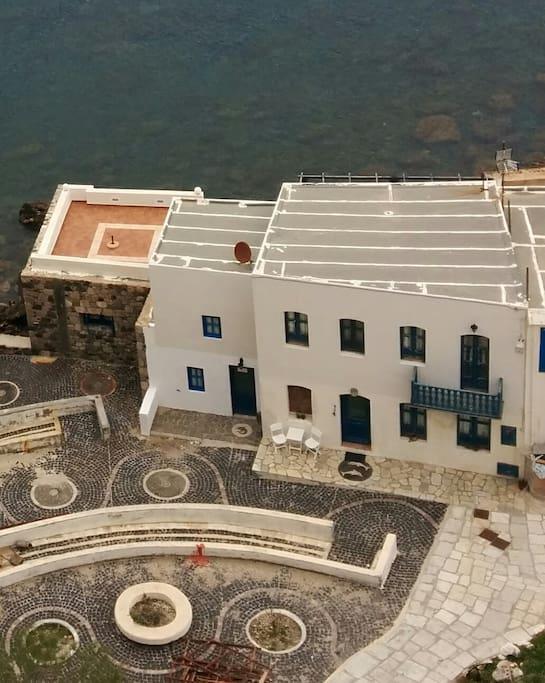 Όψη του σπιτιού από ψηλά ,από το μοναστήρι της Παναγίας Σπηλιανής