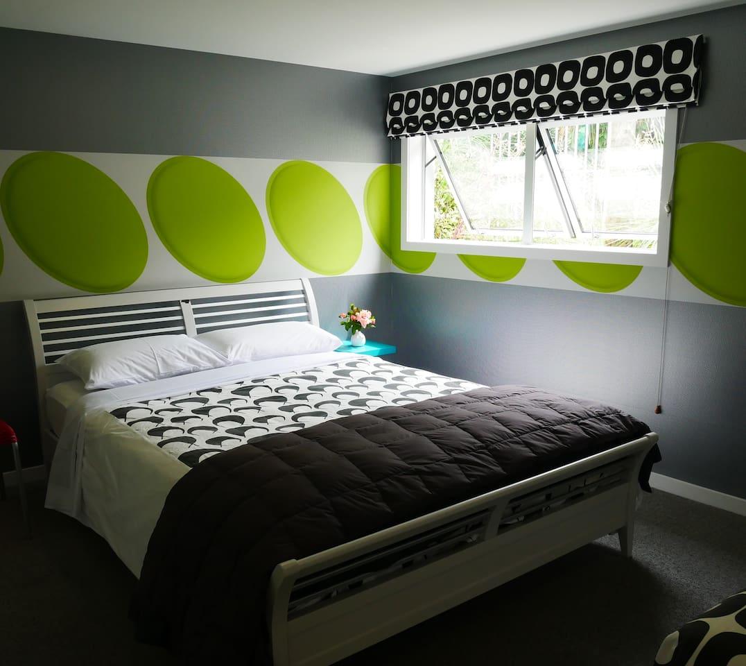 1 bedroom, sleeps. cotemporary interior
