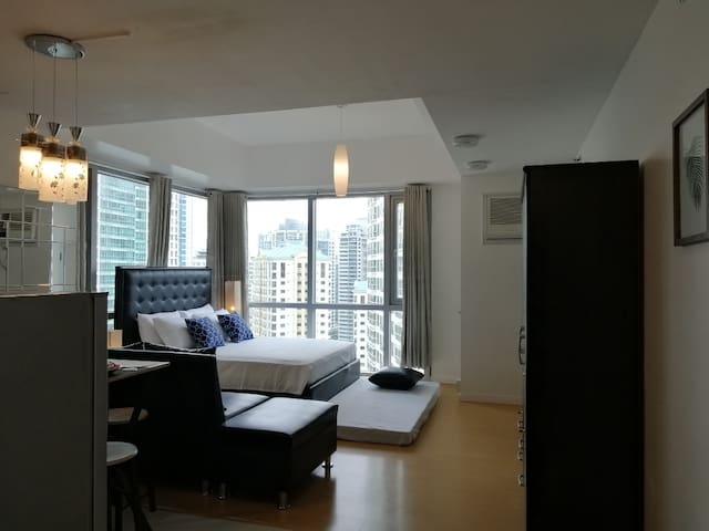 Amazing location, #19A, BGC studio, 4 pax+Netflix