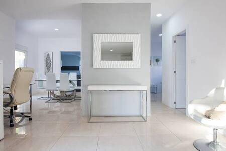 Tranquila, moderna y luminosa casa - El Toyo-Retamar-Almería