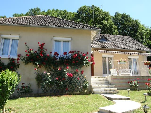spacieuse, calme, confortable - Valençay - Řadový dům